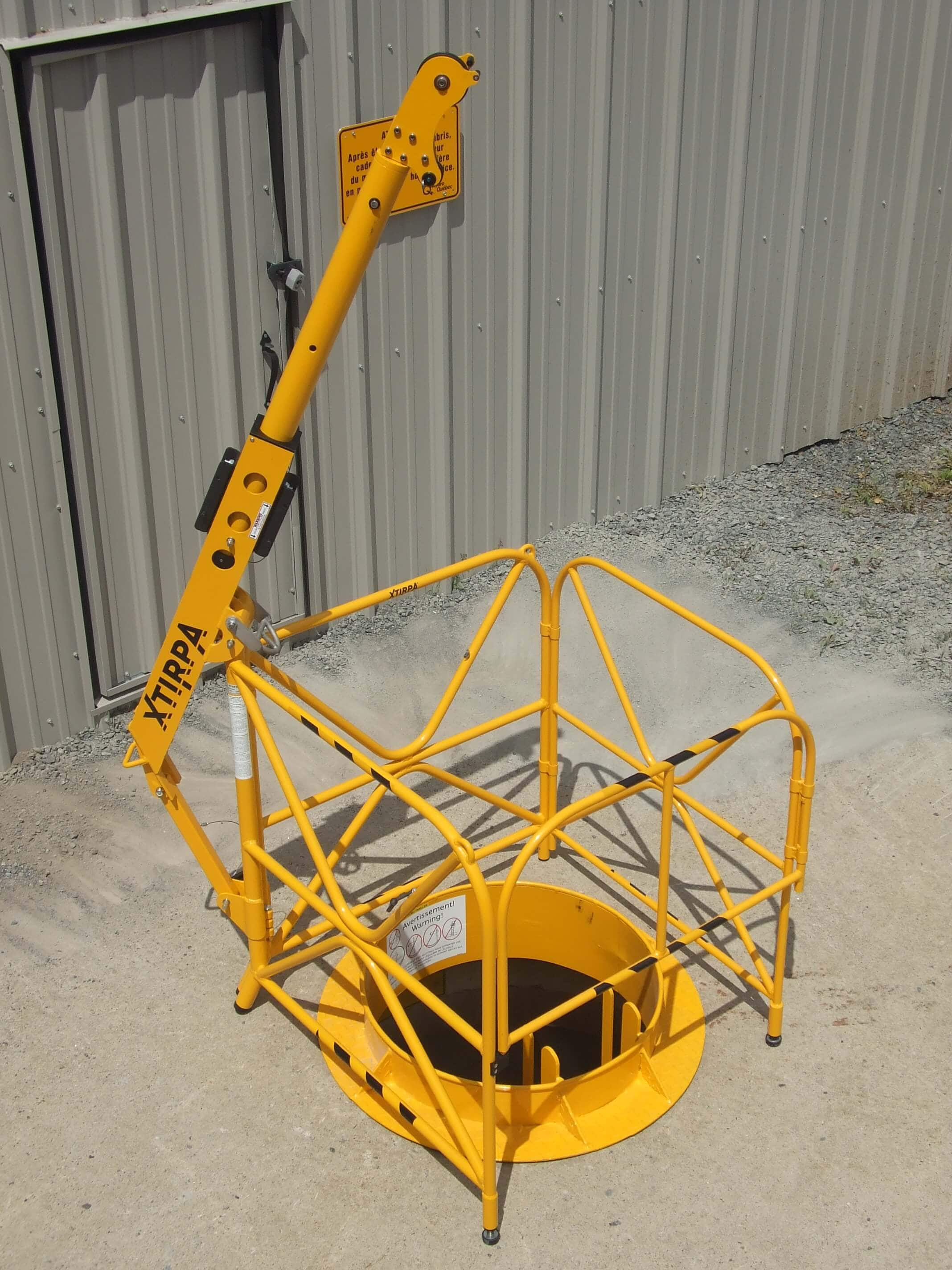 Self Supporting Davit Arm With Manhole Guard System